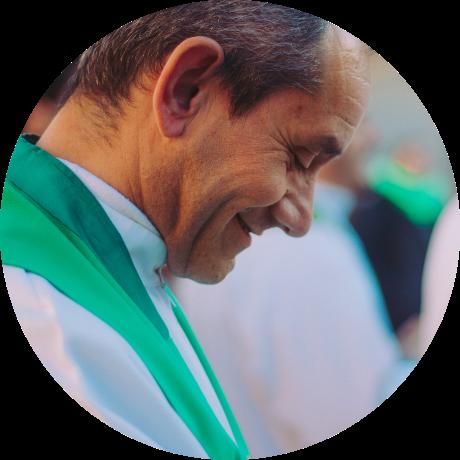 Man smiling circular